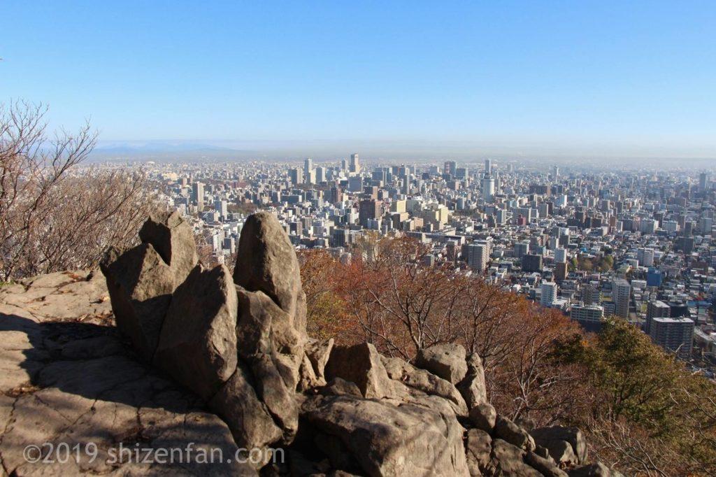 晩秋の札幌円山登山、頂上からの眺め