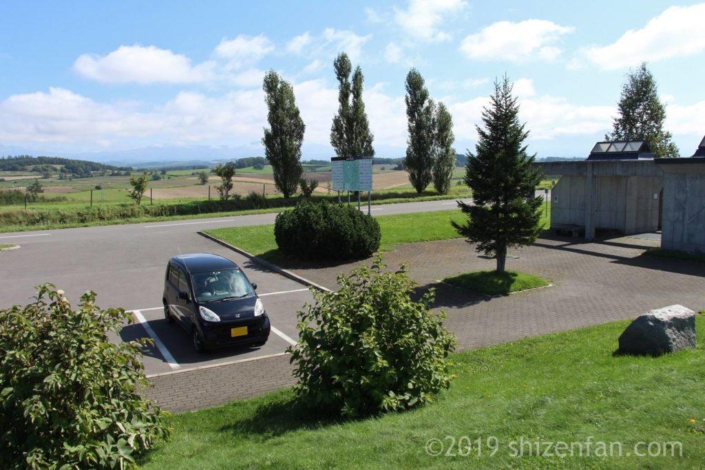 美瑛の新栄の丘駐車場の様子