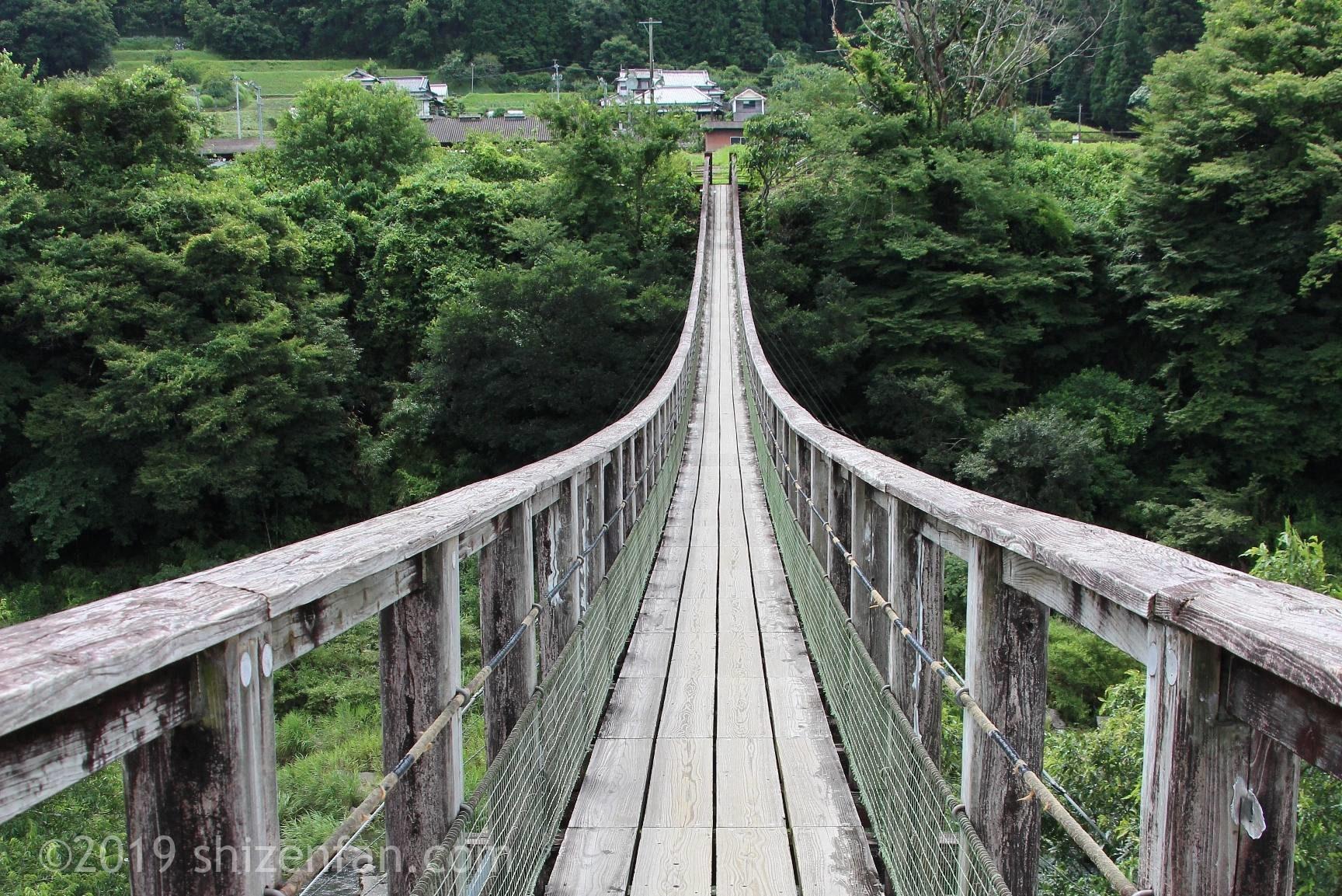 原尻の滝の吊橋の向こう岸までの見通し