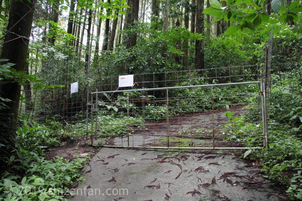 緒方二宮八幡社から一ノ宮への道の途中にあるフェンス