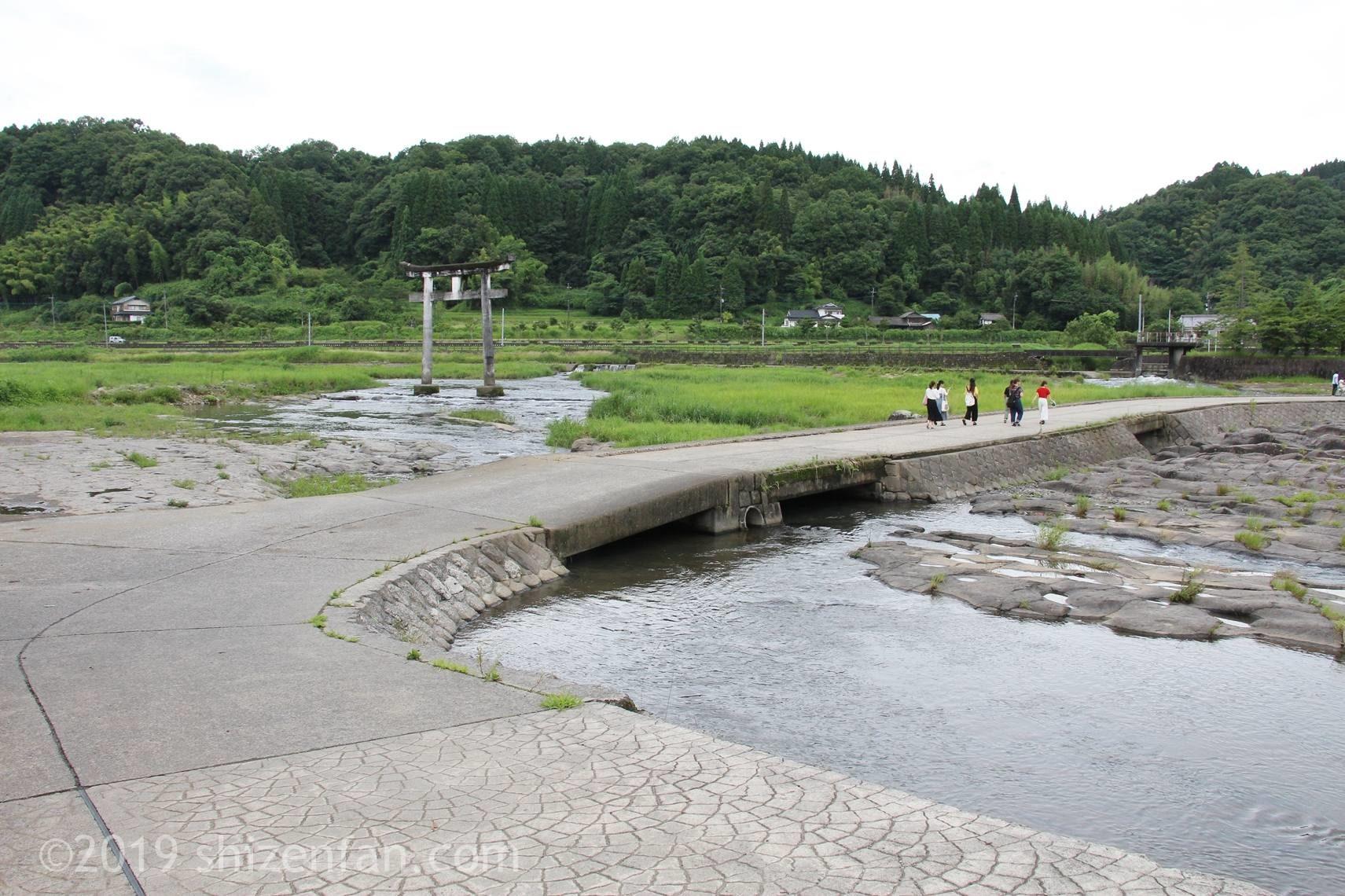 原尻の滝の上の道路