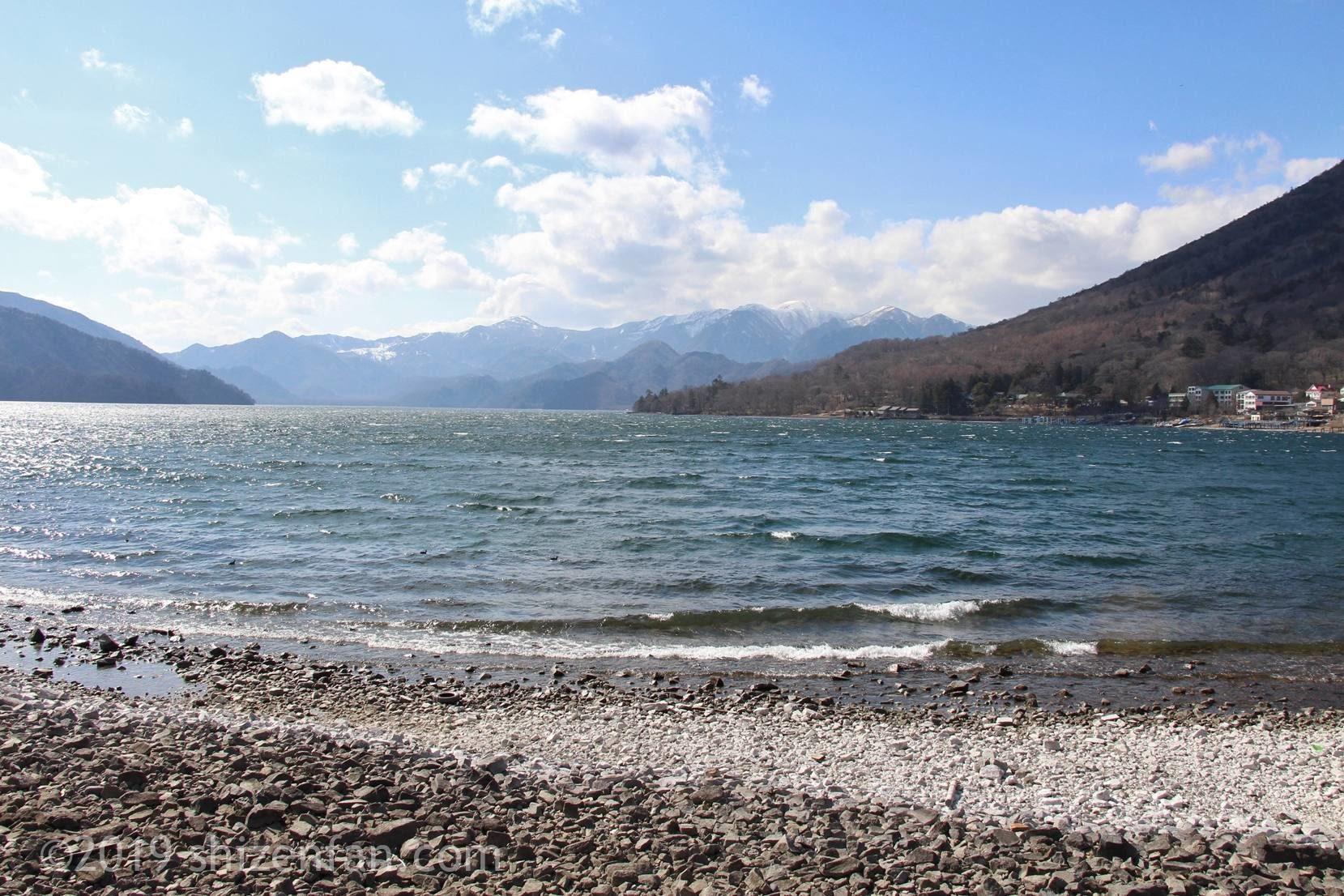 4月中旬の日光の中禅寺湖