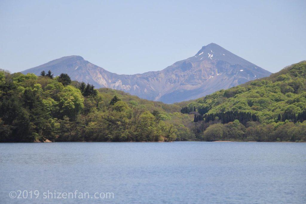 桧原湖越しの磐梯山アップ