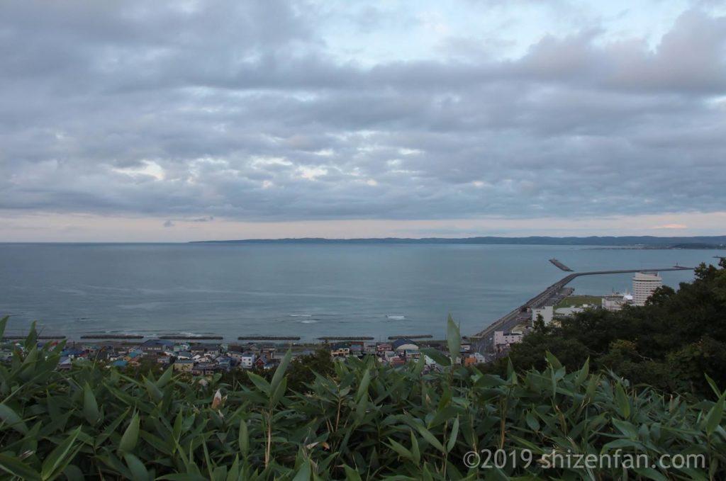 日暮れどきに稚内公園から望む宗谷岬遠景