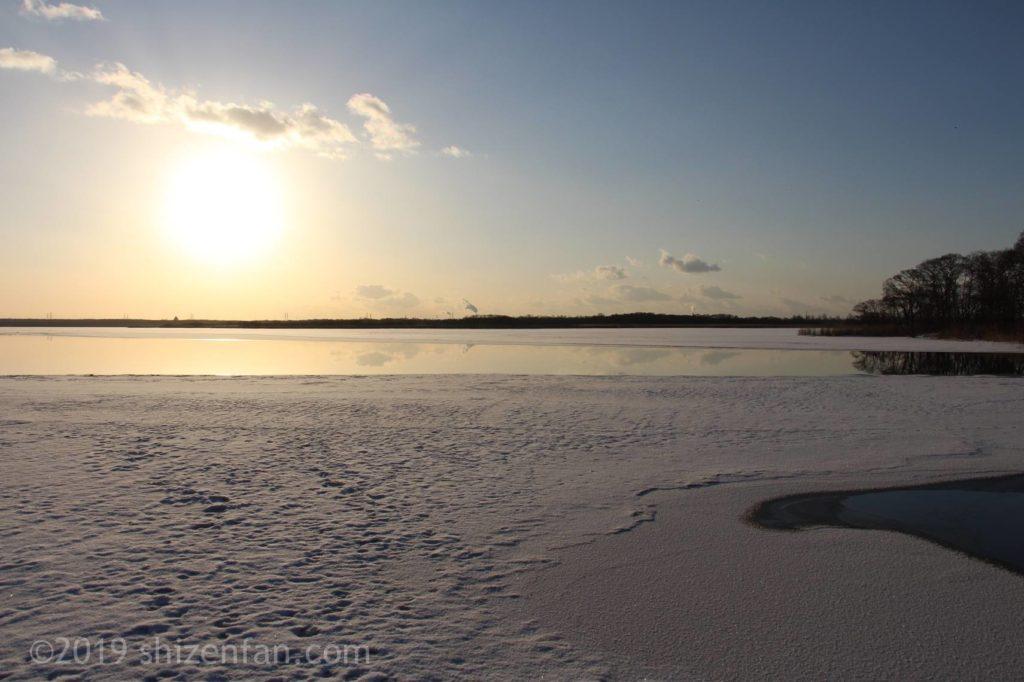 冬の早朝のウトナイ湖の景色