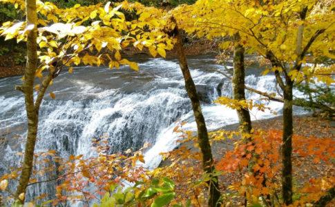 秋の恵庭渓谷 白扇の滝