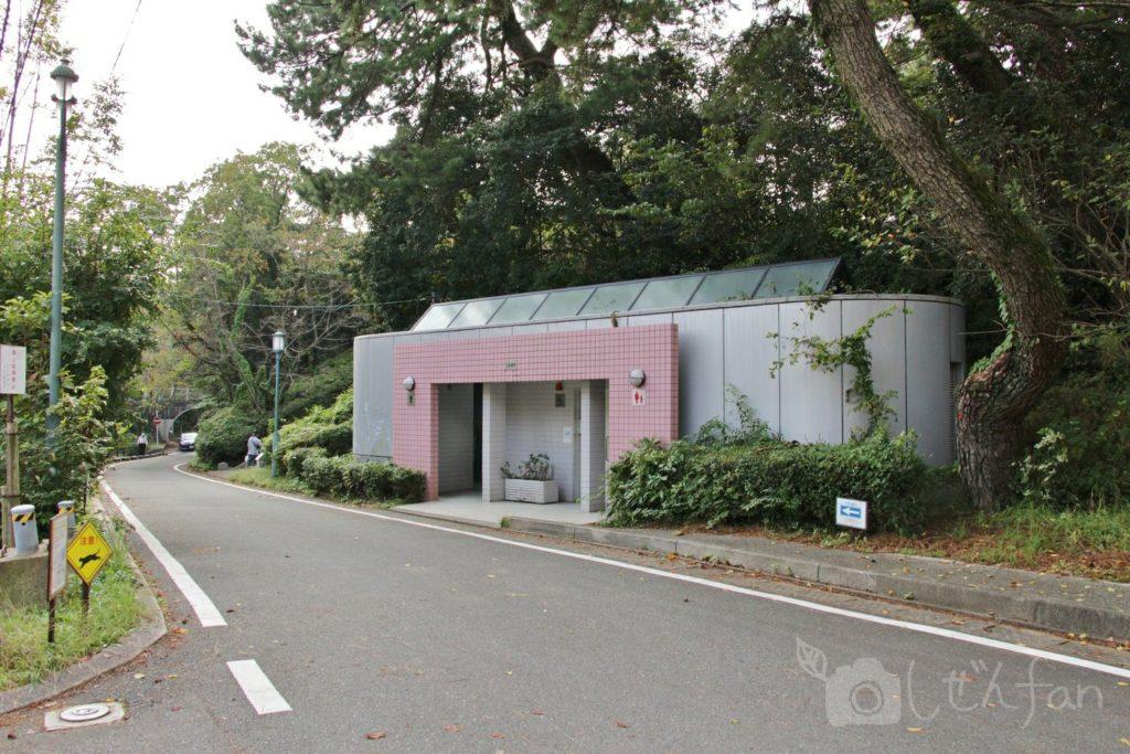 福岡西公園 中央駐車場横のトイレ