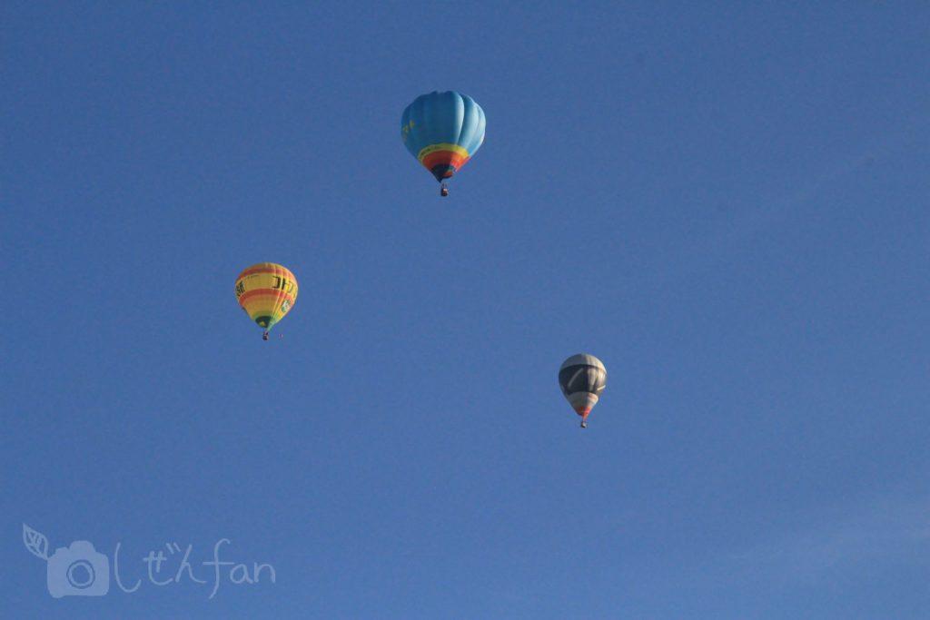 佐賀バルーンフェスタ 青空に浮かぶ3つのバルーン