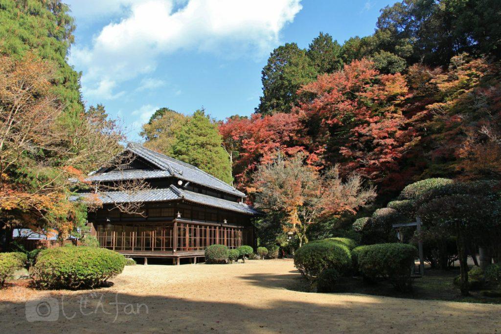 麻生大浦荘・庭園から見た外観