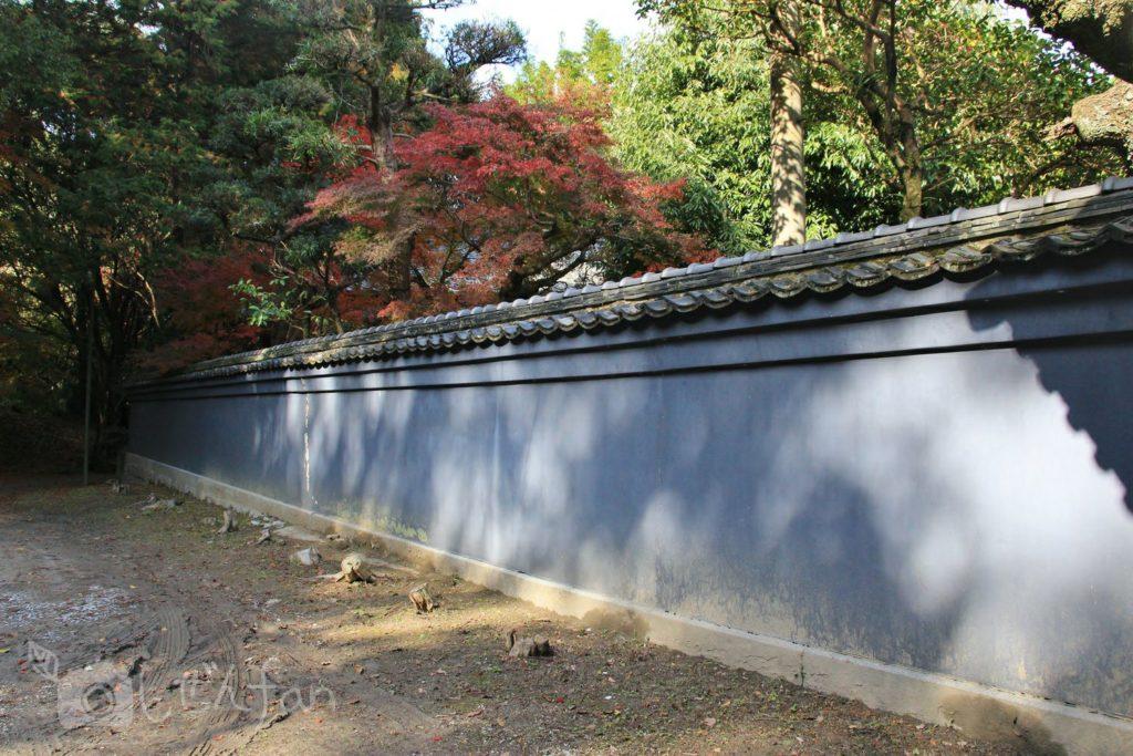 飯塚市・麻生大浦荘の門壁