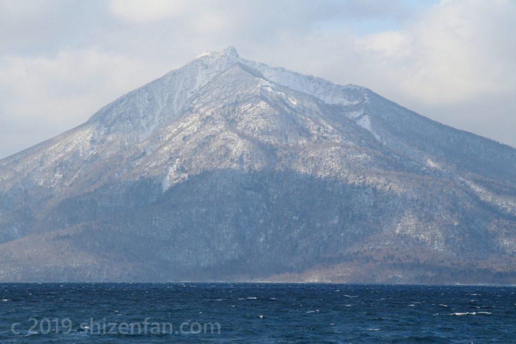 冬の支笏湖・恵庭岳のクローズアップ