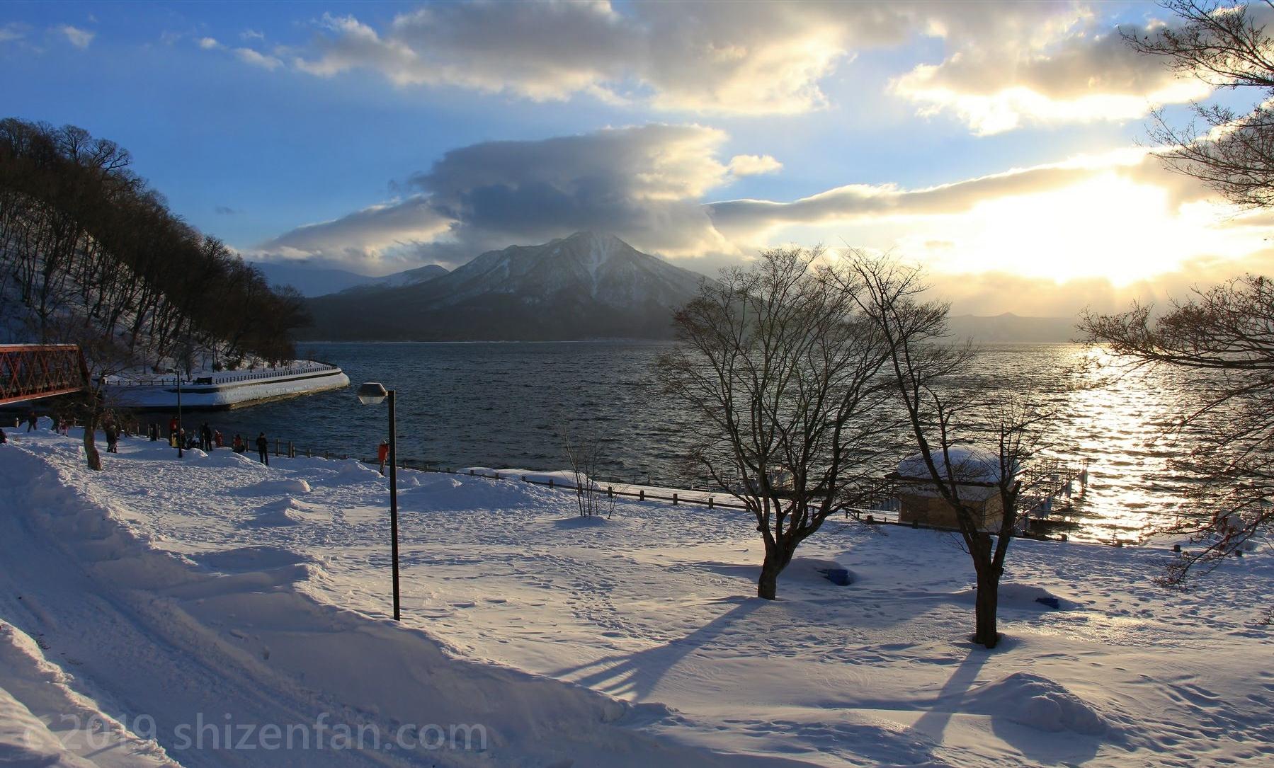 冬の支笏湖畔