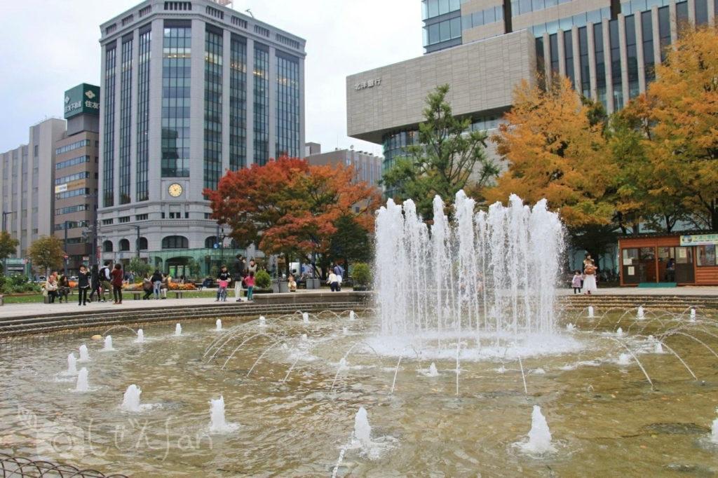 秋の札幌大通公園の噴水