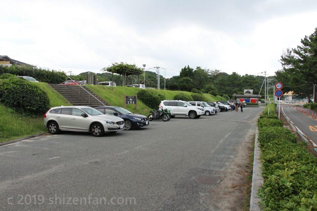 休暇村志賀島前にある下馬ヶ浜海水浴場の駐車場の様子