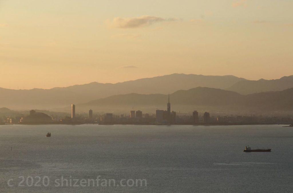 志賀島潮見公園展望台から望む朝の百道浜