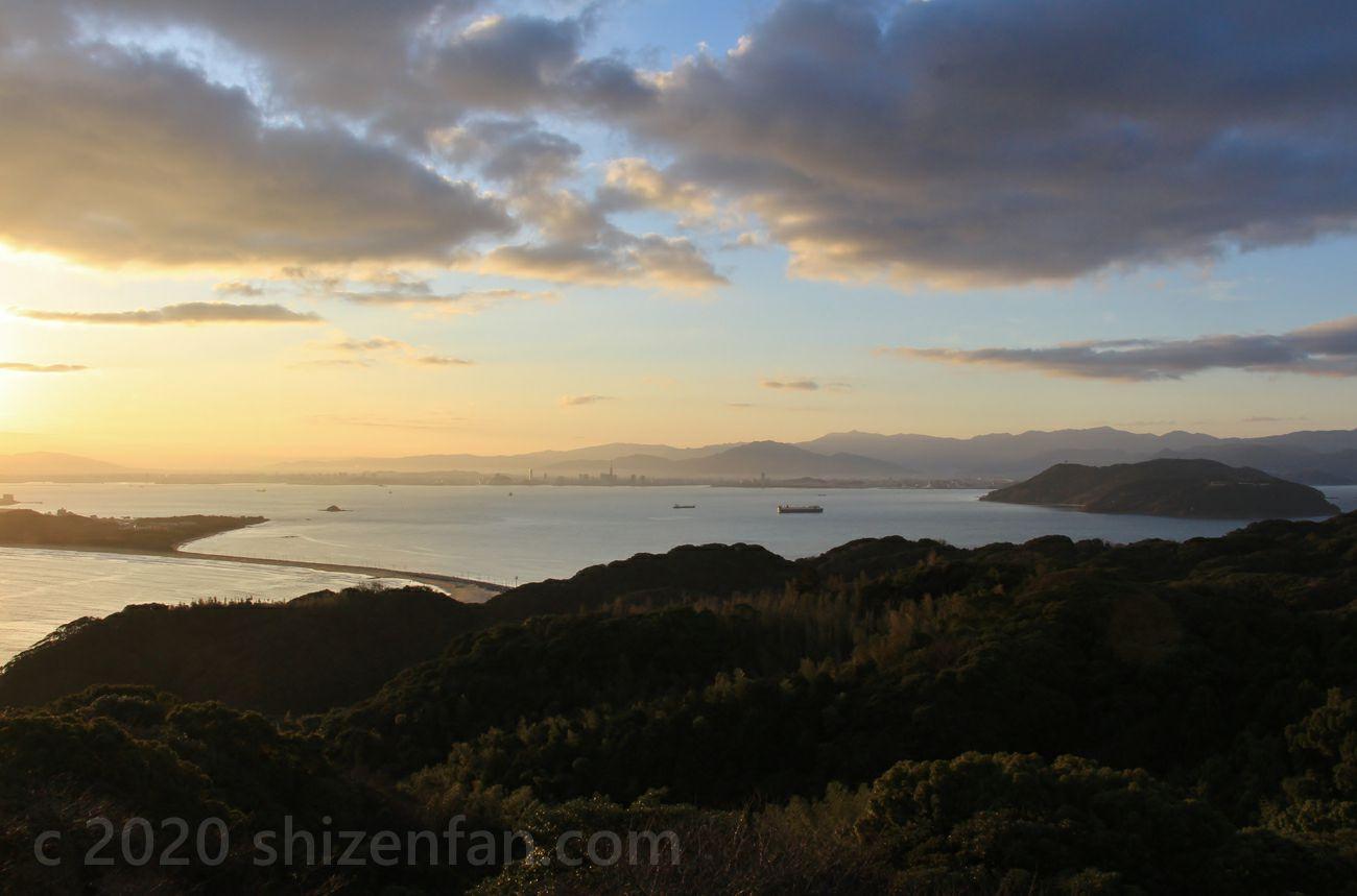志賀島潮見公園展望台から望む朝の博多湾