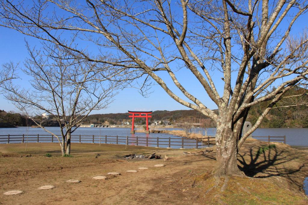 冬の亀山湖畔公園・水天宮広場
