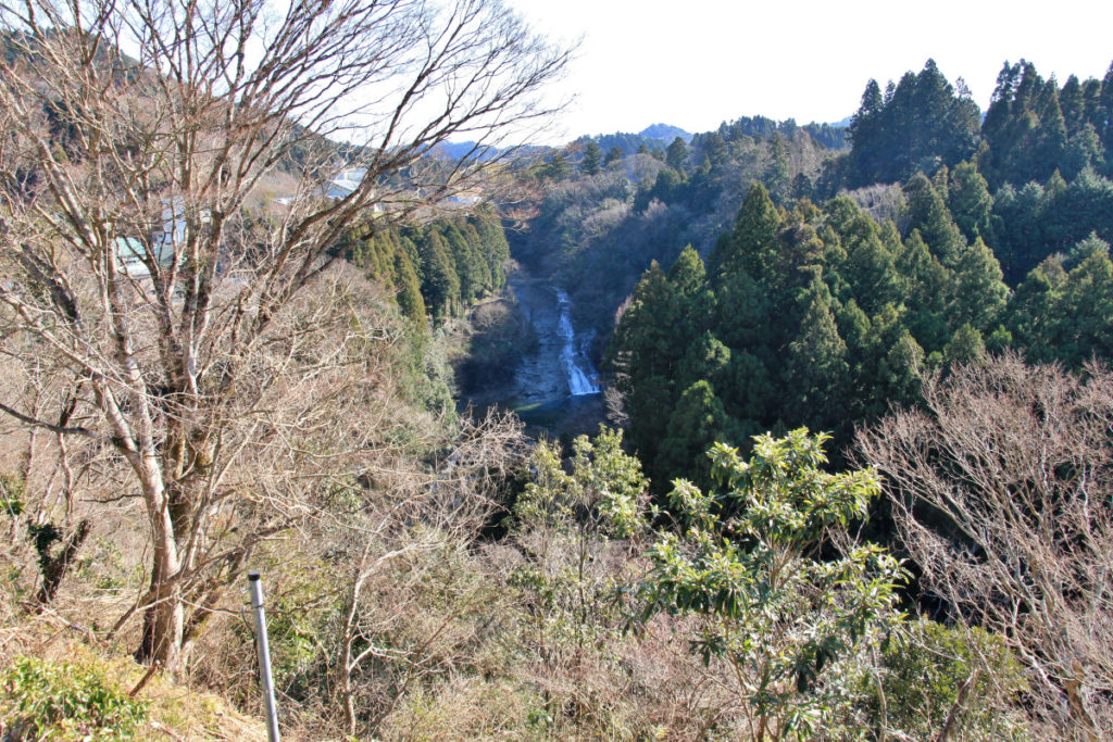 養老の滝展望台から眺める養老の滝(粟又の滝)