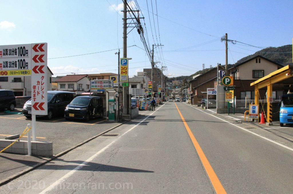 太宰府天満宮本殿近くの駐車場通りの様子