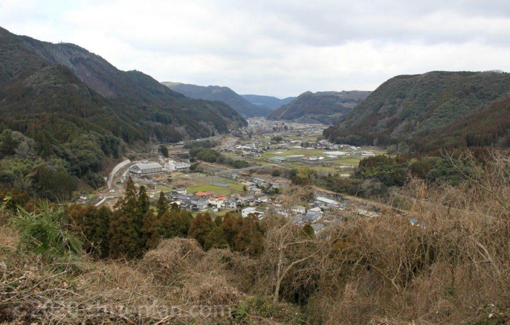 日田大山おおくぼ台梅園の高台から見下ろす大山町