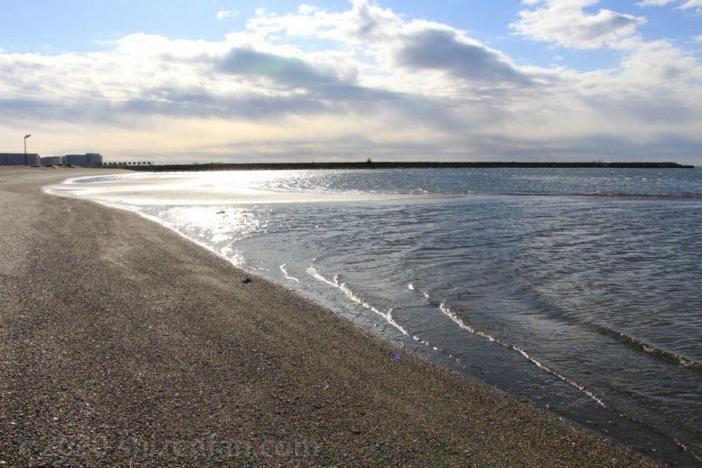 葛西海浜公園・西なぎさの波打ち際