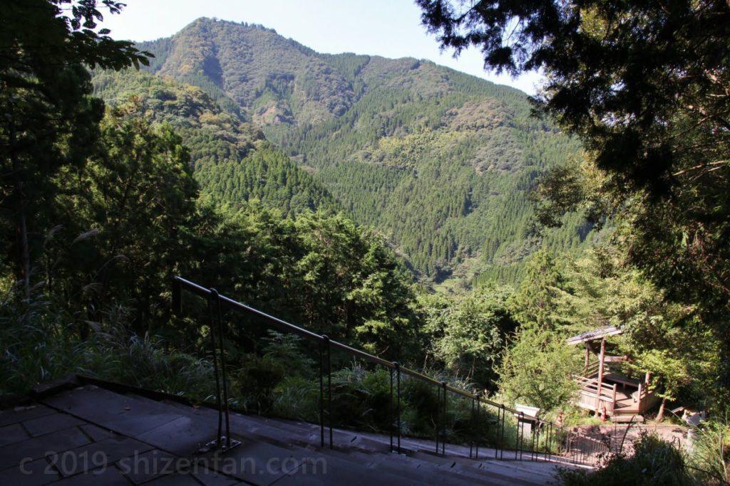 日本一の石段(釈迦院御坂遊歩道)1100段目付近