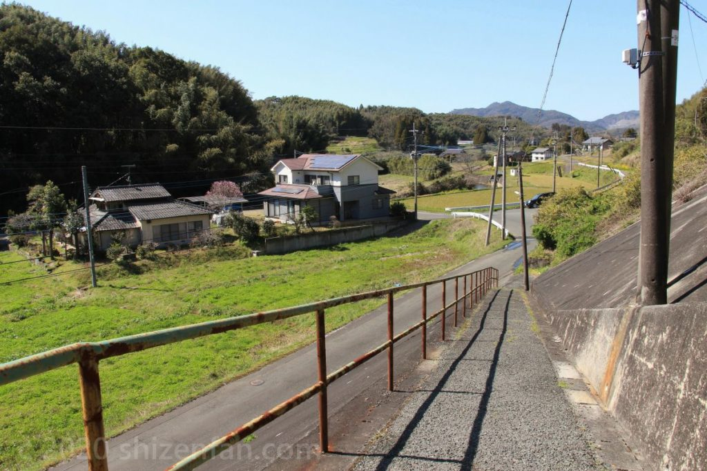 JR田原坂駅の駅舎を出てすぐの景色