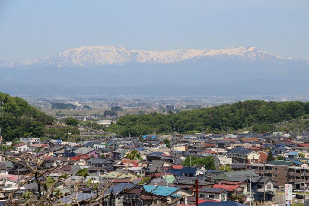 飯盛山から望む飯豊連峰(2016.5.13撮影)