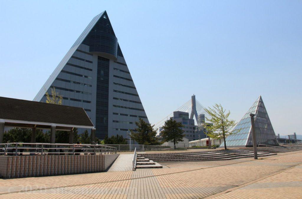 青森県観光物産館アスパム外観