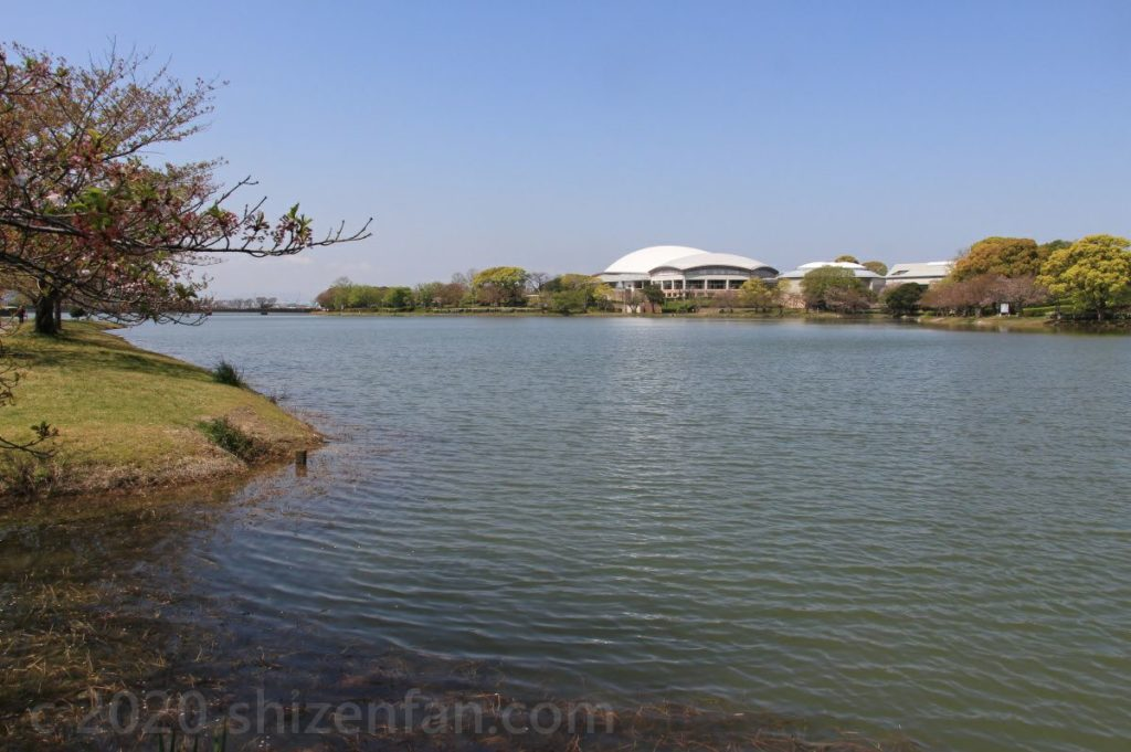 駕与丁池と「かすやドーム」