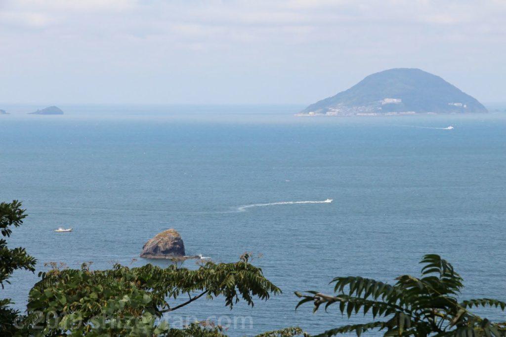 能古島 自然探勝路から望む玄海島