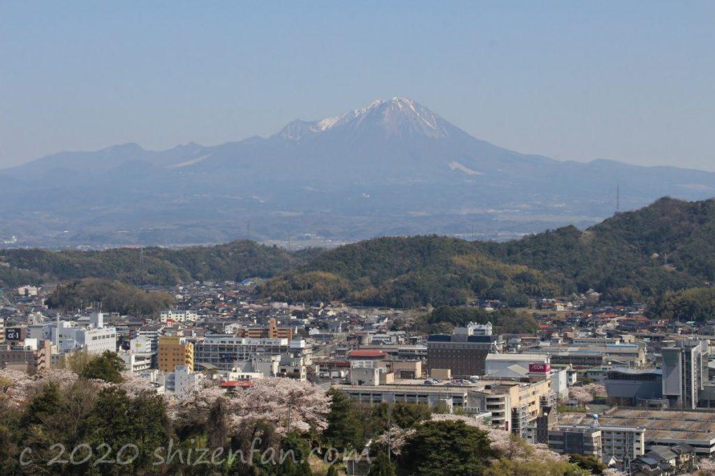 米子城跡から望む大山(2020.4.7撮影)