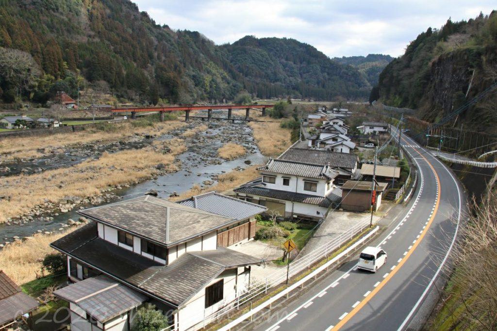 上から見下ろす210号線(日田市天瀬町)
