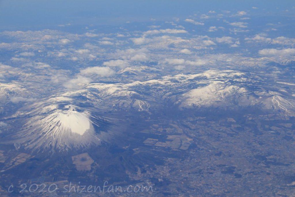 空から見る岩手山と八幡平(2016.4.6撮影)