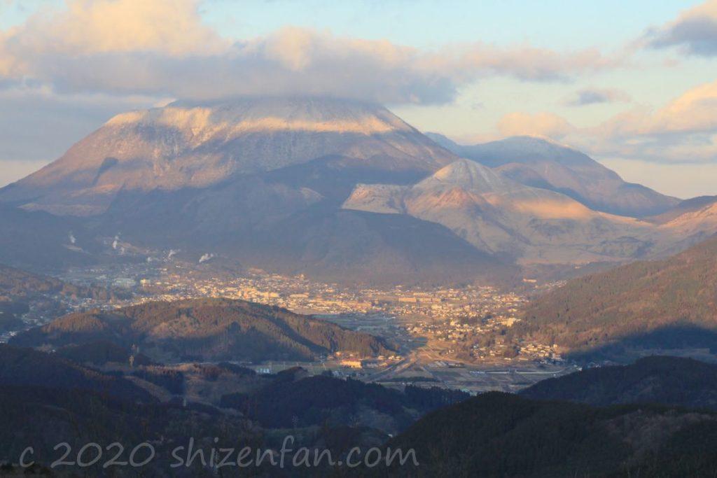 蛇越展望台から望む由布岳(冬)