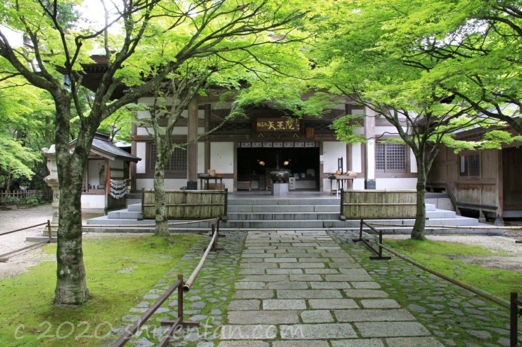 呑山観音寺・天王院正面の様子