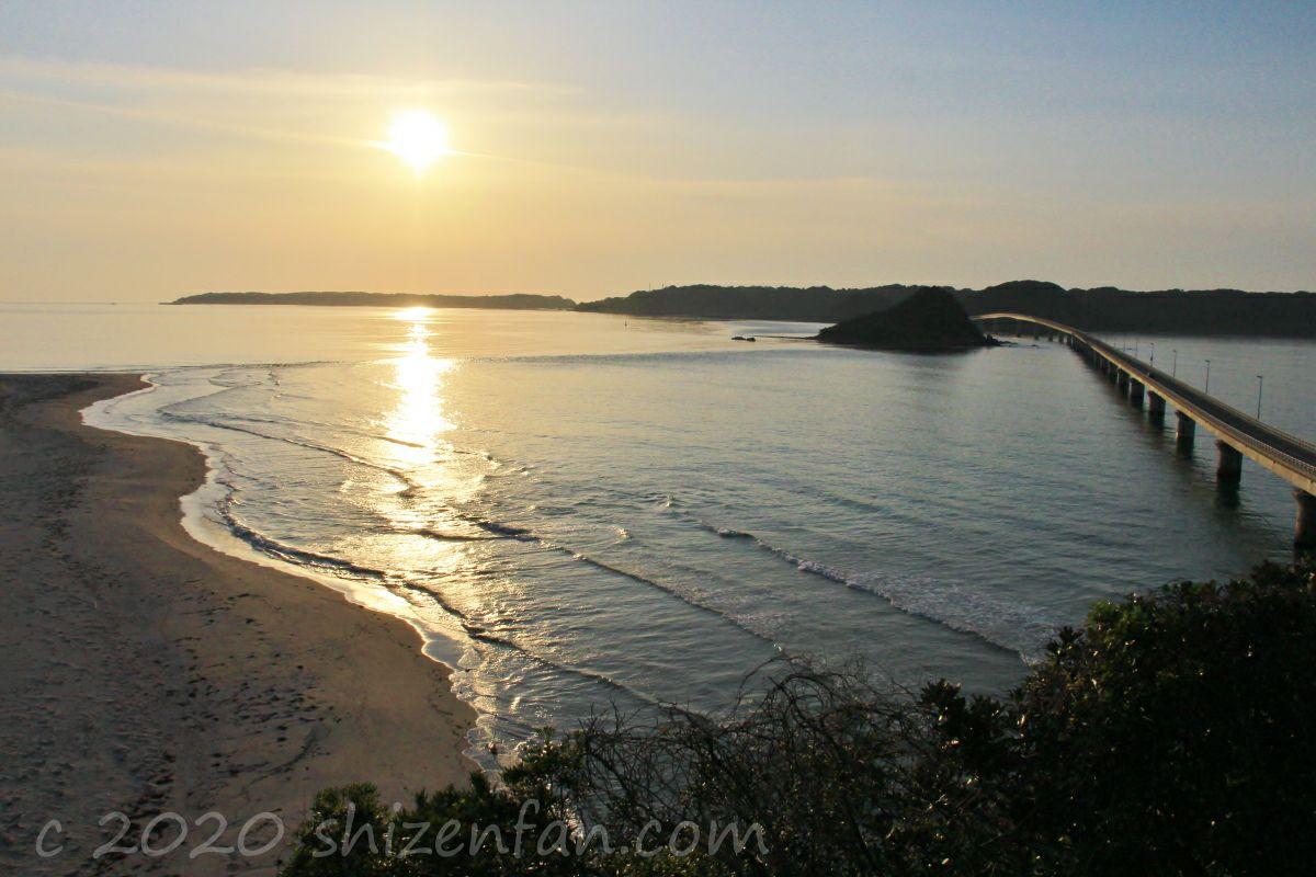 「海士ヶ瀬公園」展望台から望む角島大橋と夕日