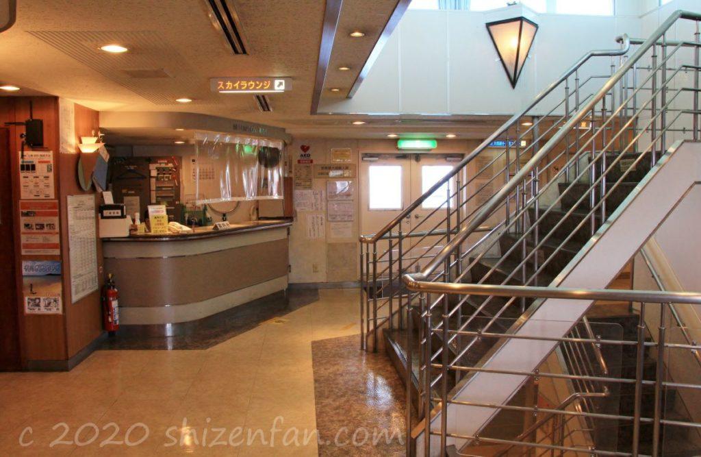 フェリーちくし・2階中央階段付近の様子