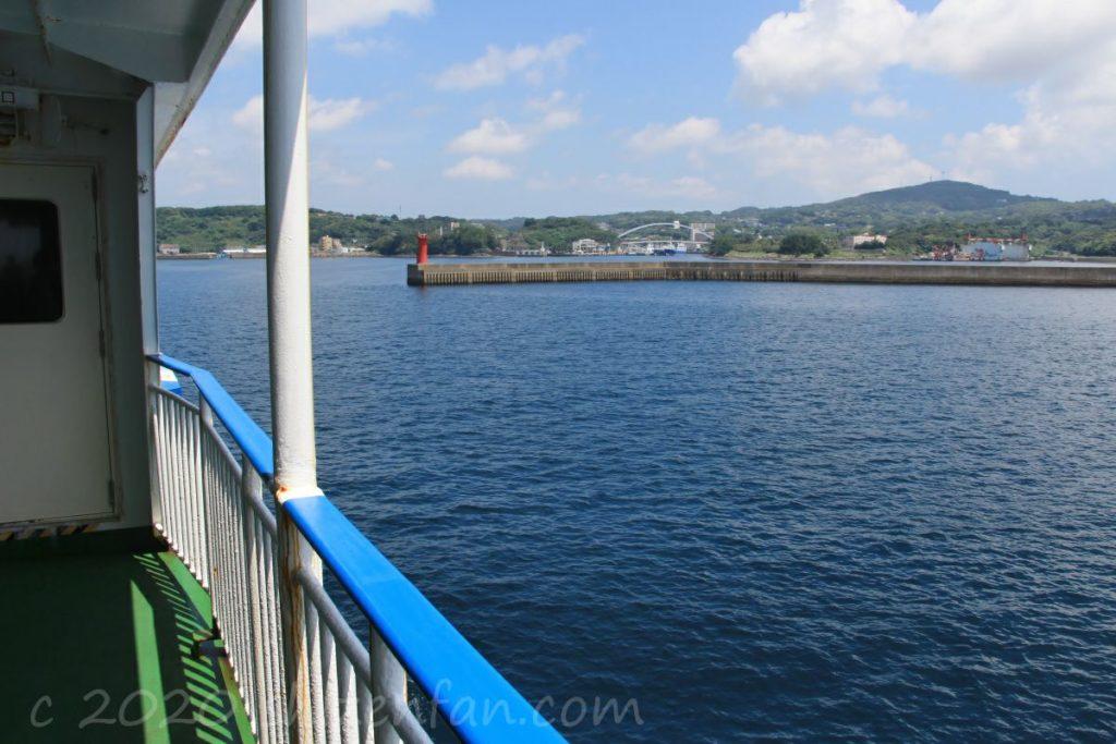 壱岐・郷ノ浦港へ向かうフェリーちくし