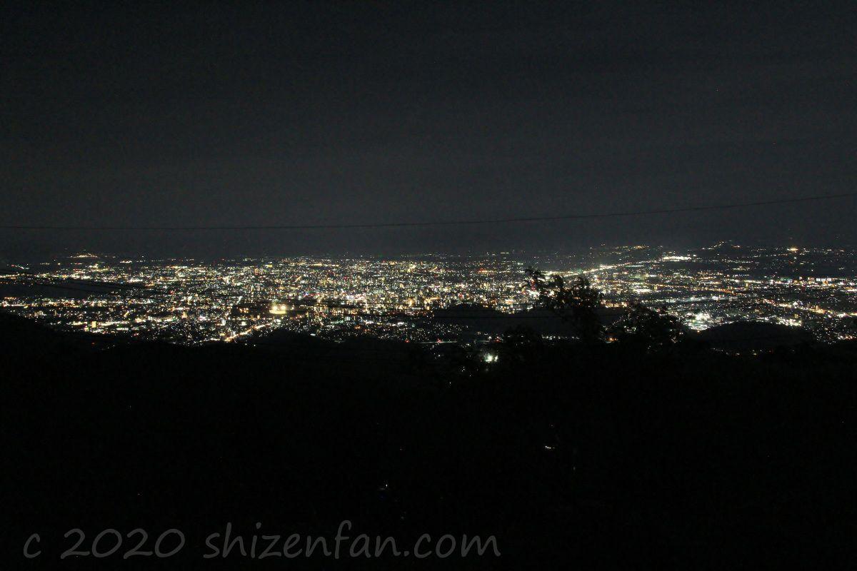 熊本・金峰山の頂上から望む熊本市街地の夜景
