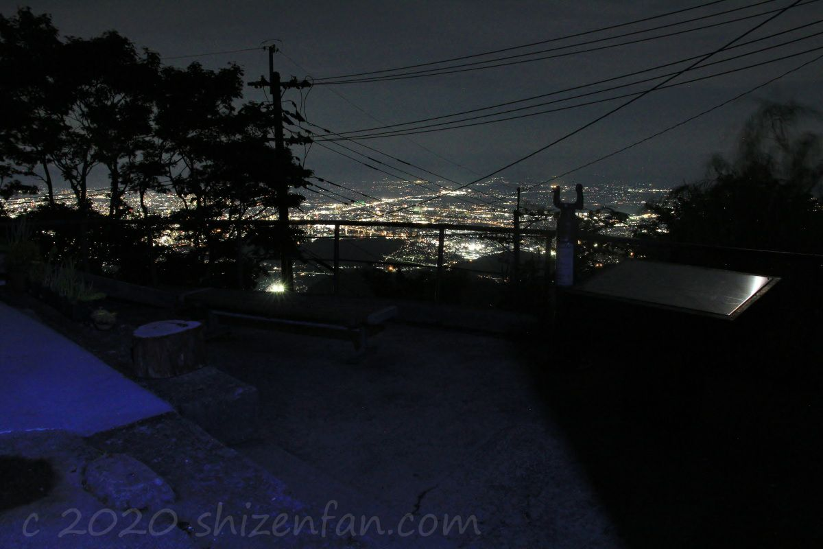 熊本・金峰山の頂上から望む南区側(南東)の夜景とその展望所
