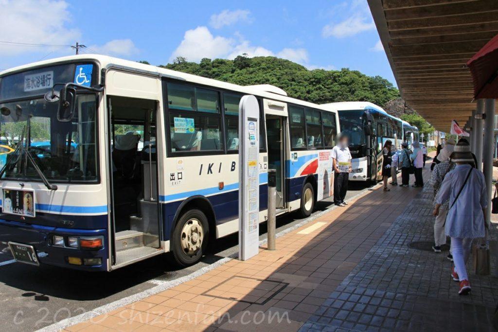 郷ノ浦港バス停の様子