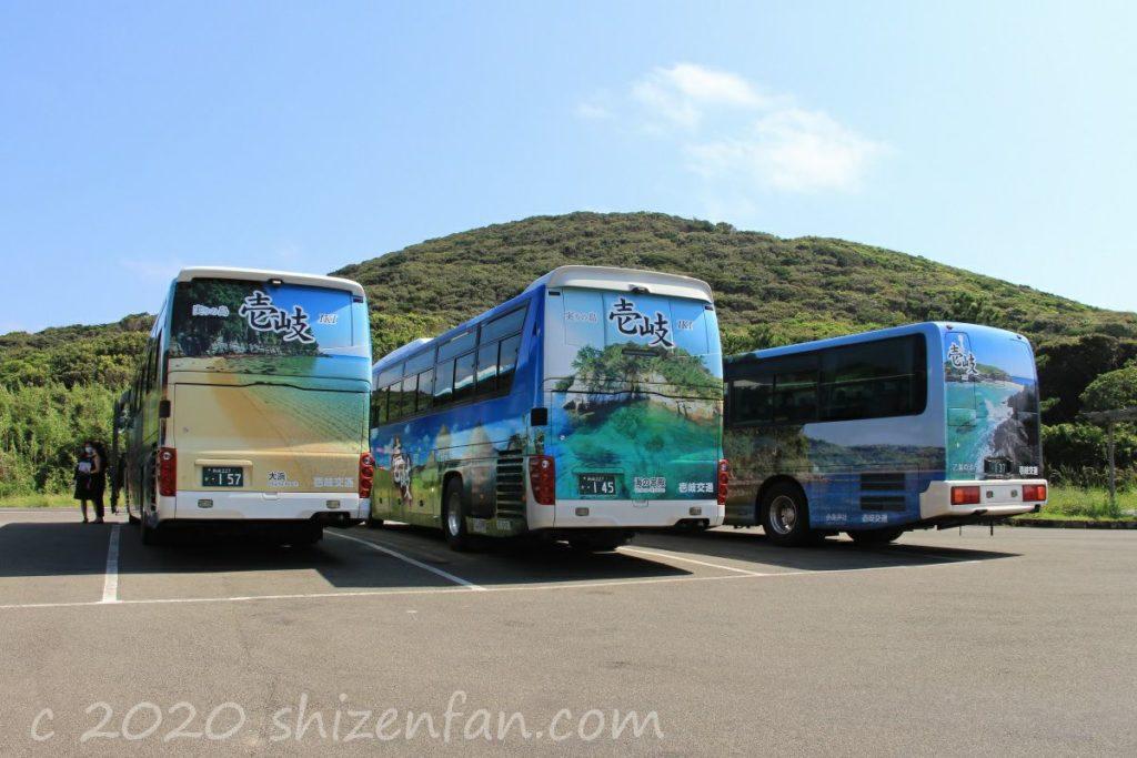 壱岐交通のラッピングバス(猿岩駐車場にて)