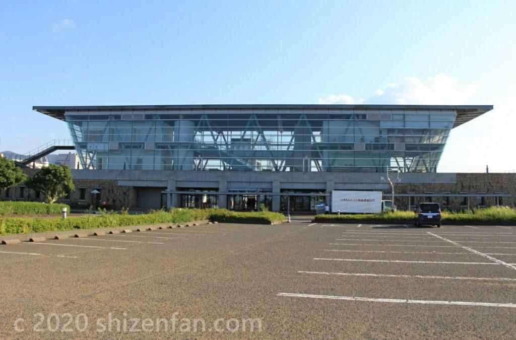 新日本海フェリー敦賀支店・苫小牧行きフェリー乗り場の外観