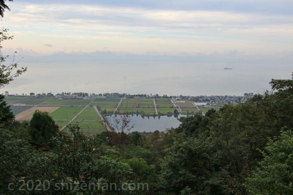 荒神山神社展望台からの眺望 曽根沼と琵琶湖