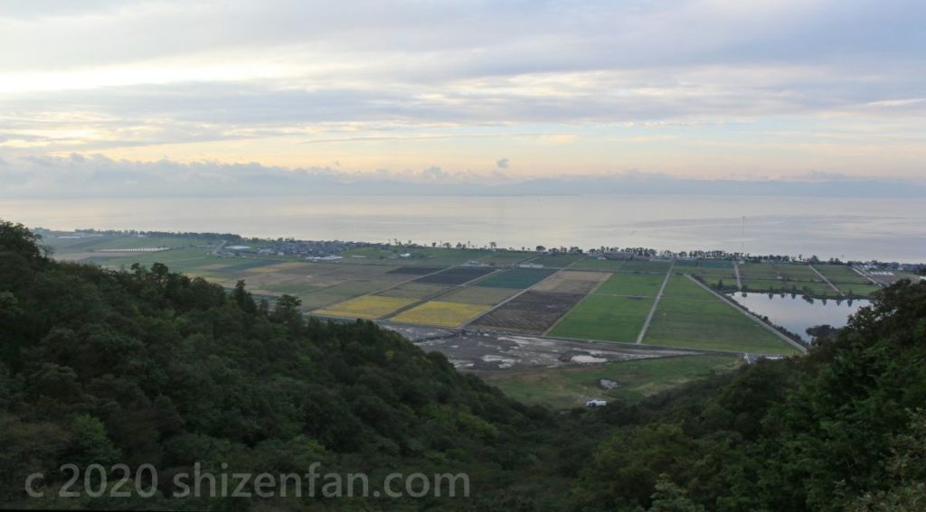 荒神山ハンググライダー場からの眺望(琵琶湖と畑)