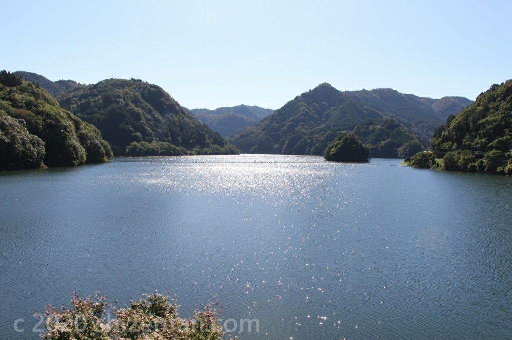 快晴時の松原ダム(梅林湖)