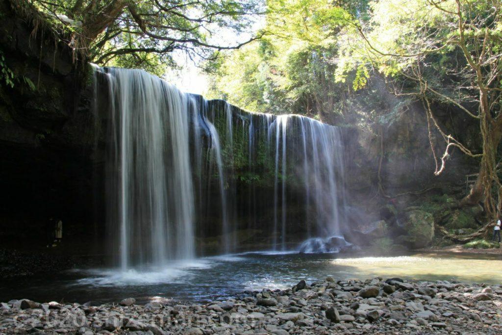小国町・鍋ケ滝と滝煙