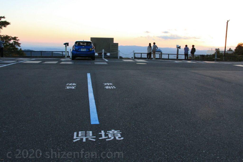 比叡山ドライブウェイ・ロテルド比叡前の展望駐車場(登仙台)の県境マーク