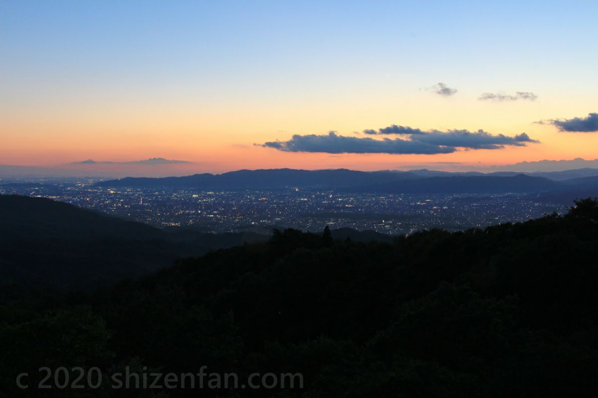 比叡山ドライブウェイ・登仙台から望むトワイライトの京都盆地